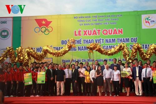 Hơn 5.000 người dự lễ xuất quân và đi bộ ủng hộ đoàn thể thao Việt Nam dự SEA Games 27