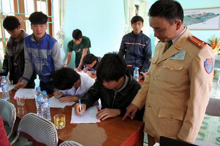 Nét mới tuyên truyền Luật Giao thông đường bộ ở Tùng Diễn