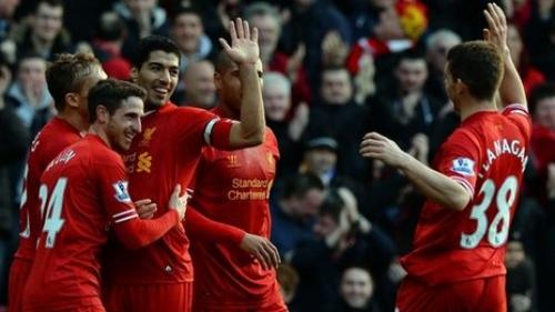 L. Suarez giúp Liverpool chiếm ngôi đầu