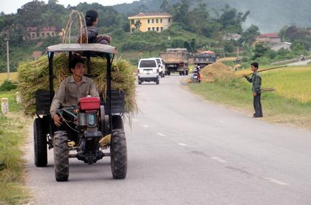 Nỗi lo mất an toàn giao thông từ xe nông cụ
