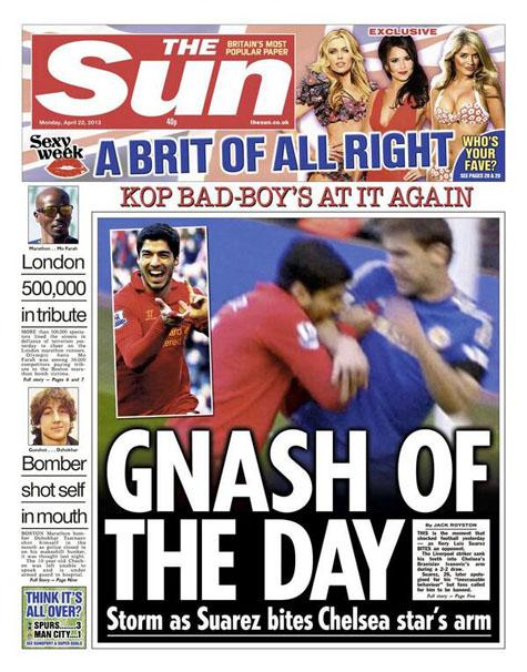 Luis Suarez bị 'ném đá' tơi bời