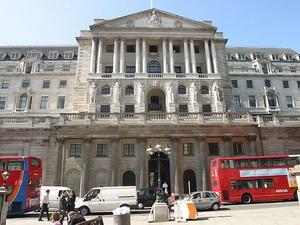 Ngân hàng trung ương Anh giữ lãi suất thấp kỷ lục