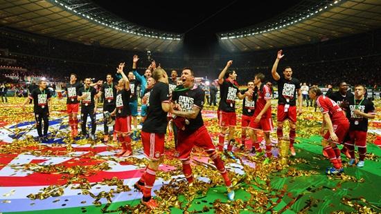 Bayern Munich ngập tràn hạnh phúc trong ngày lập cú ăn ba
