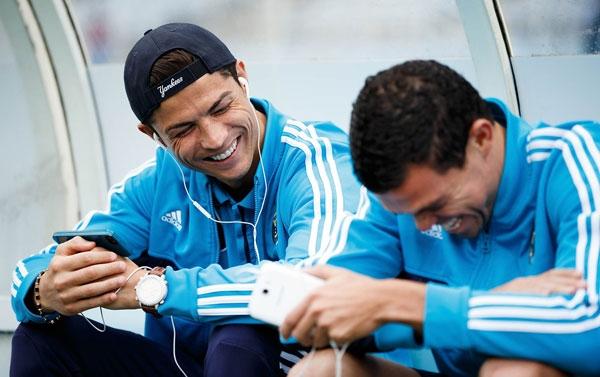 Ronaldo lắc đầu với 100 triệu euro của PSG