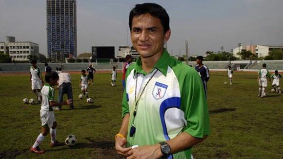 Kiatisak trở thành HLV trưởng tuyển Thái Lan