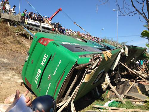 Lật xe khách trên quốc lộ 1A làm 3 người chết, 27 người bị thương
