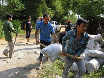 Chi Lăng: Cấp phát 269 bộ tài liệu xây dựng nông thôn mới