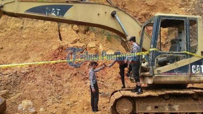 Sập mỏ ở Indonesia, 11 thợ đào vàng bị chôn vùi ở độ sâu 50m