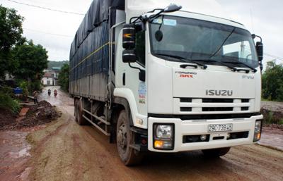 Nguy cơ xuống cấp do xe trọng tải lớn tăng mạnh