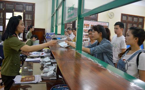 Làm hộ chiếu, giấy thông hành: Nhanh - gọn