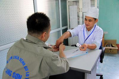 bao-hiem-y-te-van-de-cap-thiet-cua-benh-nhan-hiv-aids