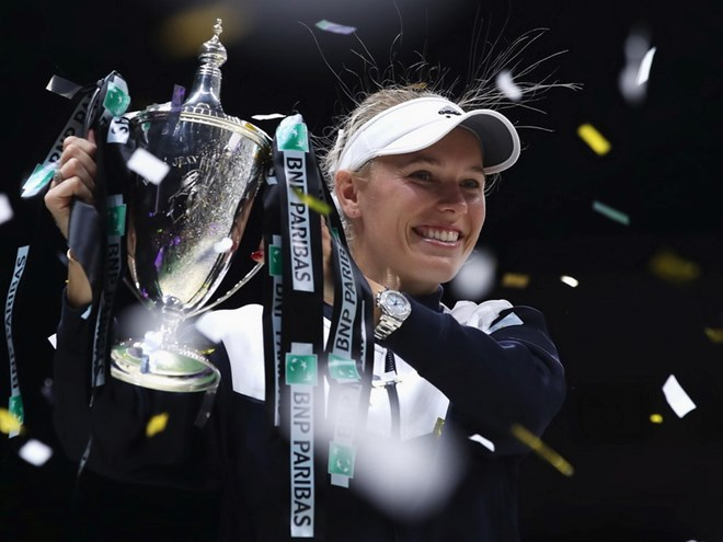 Người đẹp Caroline Wozniacki lần đầu đăng quang tại WTA Finals