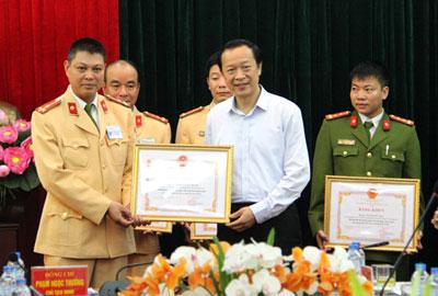 khen-thuong-tap-the-ca-nhan-pha-chuyen-an-ma-tuy-317t