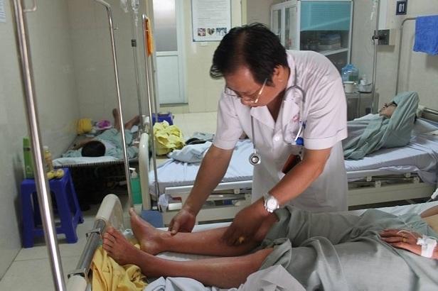 Gia tăng bệnh nhân mắc sốt xuất huyết, bác sĩ căng mình cứu chữa