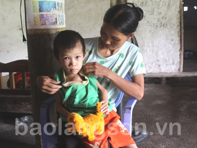 Cháu bé bệnh hiểm nghèo cần sự giúp đỡ