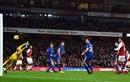 Hòa kịch tính Chelsea, Arsenal giúp MU lấy lại ngôi nhì bảng