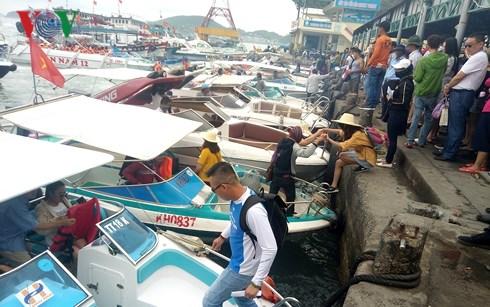 Du lịch biển, đảo Khánh Hòa hút khách dịp đầu năm mới