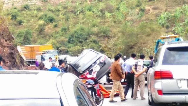 Đường trơn, nhiều phương tiện gặp tai nạn trên tuyến quốc lộ 6