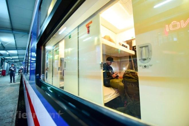 Đường sắt lập thêm 29 đoàn tàu, mở bán gần 15.200 vé dịp 30/4