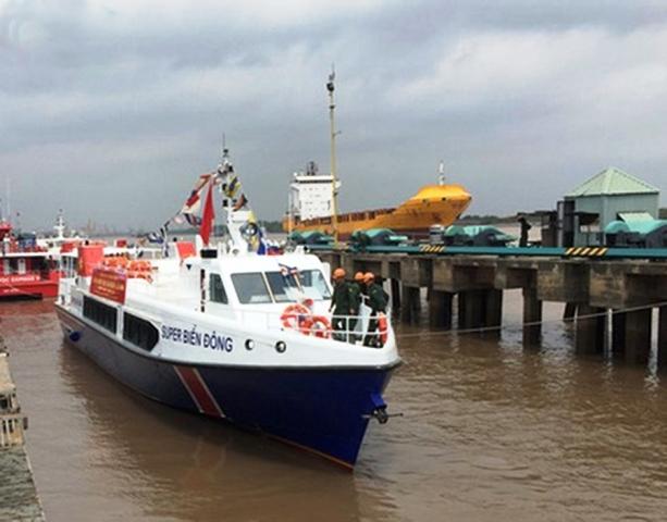 Đưa tàu vận tải hiện đại phục vụ hành khách trên đảo Lý Sơn