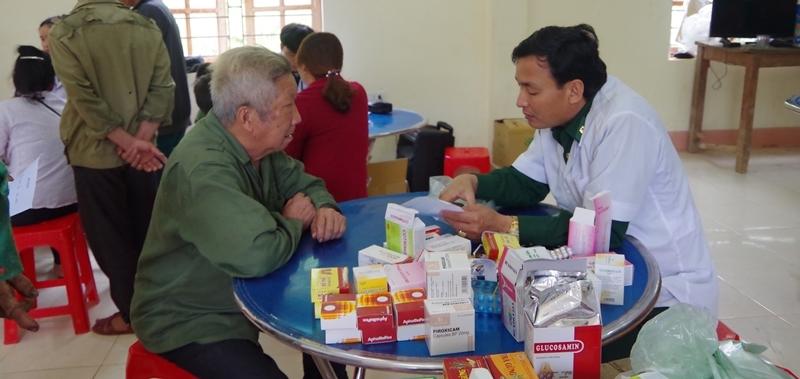 103 đồng bào người Mông được khám bệnh, cấp thuốc miễn phí