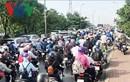 Sau nghỉ lễ, người dân TP HCM đi làm lại chịu cảnh kẹt xe kinh hoàng