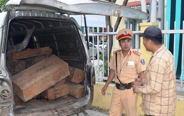 Liên tiếp phát hiện ô-tô vận chuyển gỗ lậu số lượng lớn tại Thừa Thiên - Huế