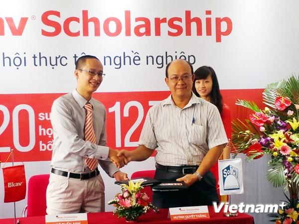 Bkav cấp 12,7 tỷ đồng học bổng cho sinh viên Đại học Bách khoa Hà Nội