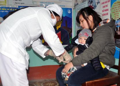 Tiêm phòng vacxin sởi - công việc cấp bách hiện nay