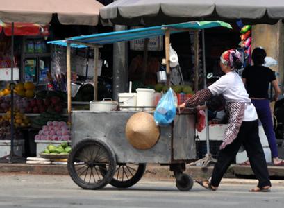 Thức ăn đường phố - nguy cơ trong sự tiện lợi