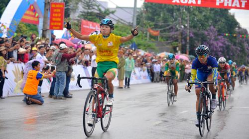 Kết thúc giải đua xe đạp Về Điện Biên Phủ