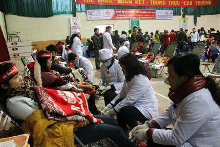 """Hơn 500 đoàn viên tham gia lễ hội hiến máu """"Ngày Chủ nhật Đỏ"""" 2015"""