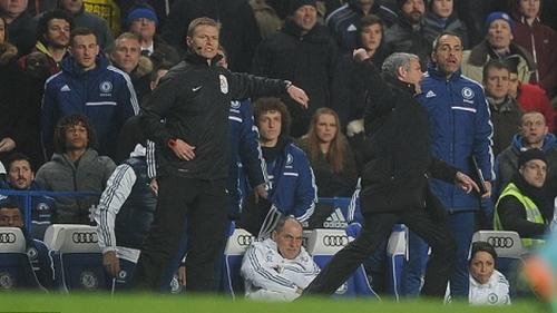 Hòa bất lực trước West Ham, Mourinho lên án trọng tài