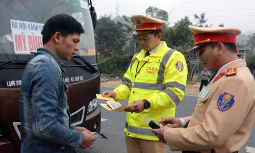 Ngăn tai nạn giao thông liên quan đến xe khách dịp giáp tết