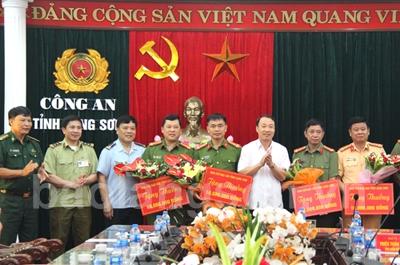 Thưởng nóng các đơn vị trong phá đường dây mua bán ma túy của Triệu Ký Voòng