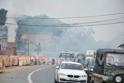 Nguy cơ mất an toàn giao thông từ đốt gỗ phế phẩm