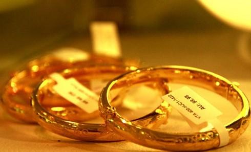 Giá vàng trong nước hạ nhiệt, giá vàng thế giới biến động mạnh