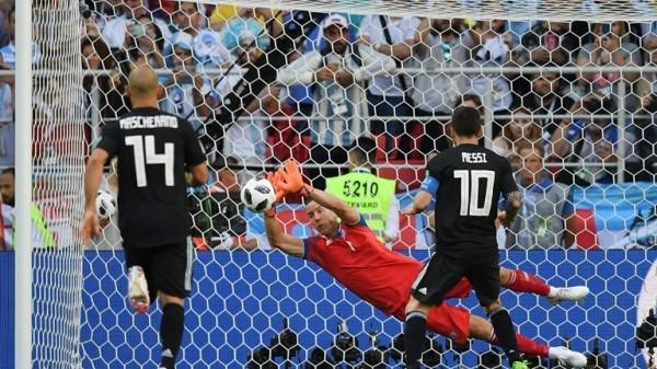 Messi sút hỏng phạt đền, Argentina chia điểm đầy thất vọng