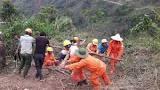 Nỗ lực cấp điện trở lại nhanh nhất cho người dân vùng lũ