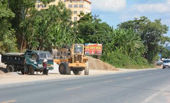 Tập kết, kinh doanh vật liệu xây dựng: Nguy cơ mất an toàn giao thông