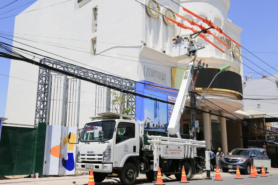 100% công ty điện lực của EVNCPC sửa chữa điện nóng
