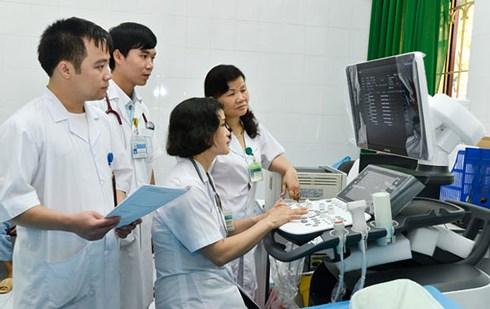 Điều chỉnh giá dịch vụ y tế, bệnh viện lo nguồn thu, dân lo chất lượng
