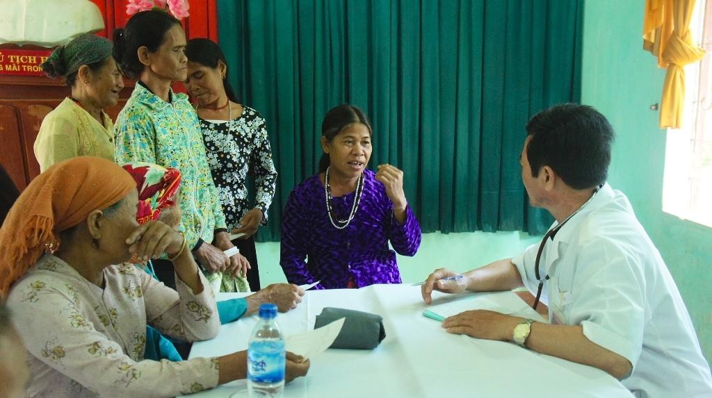 Y tế cơ sở làm nền tảng trong chăm sóc, bảo vệ sức khoẻ nhân dân