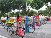Phố đi bộ tưng bừng Lễ hội Tinh hoa Hà Nội - Hội tụ và tỏa sáng
