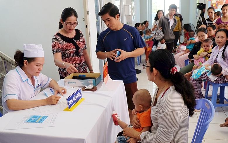 Cần đưa vaccine rotavirus vào Chương trình Tiêm chủng mở rộng