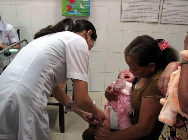 Chủ động cung ứng vaccine, bảo đảm an toàn công tác tiêm chủng mở rộng
