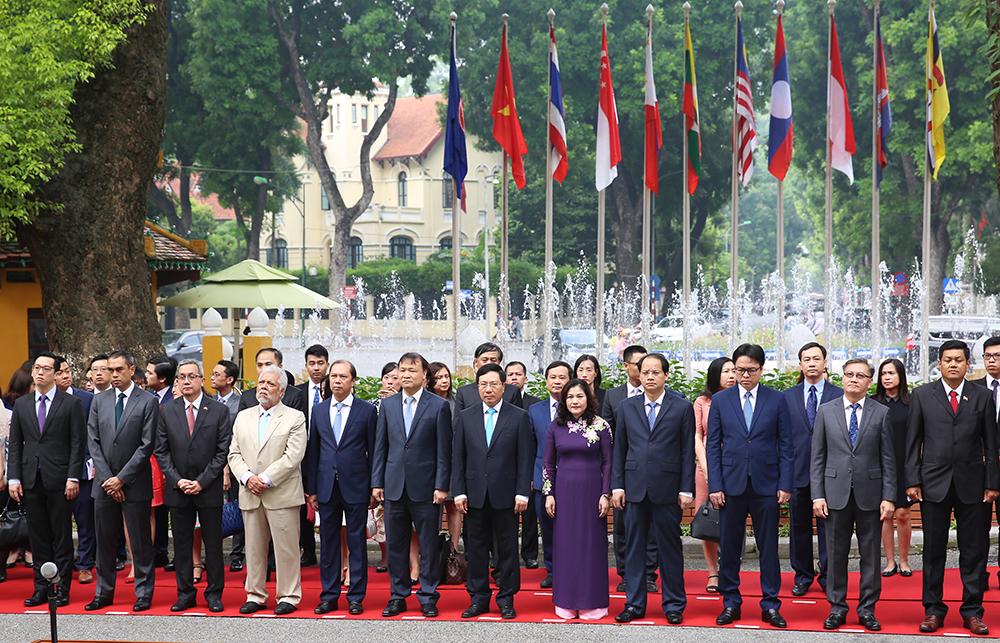 Việt Nam cam kết cùng ASEAN triển khai hiệu quả Tầm nhìn 2025