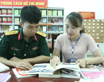 Cán bộ Thư viện tỉnh noi gương Bác
