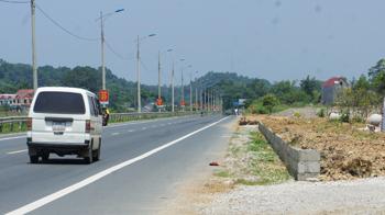 Quản lý hành lang an toàn giao thông quốc lộ 1A: Cần sự vào cuộc các cơ quan chức năng và chính quyền địa phương