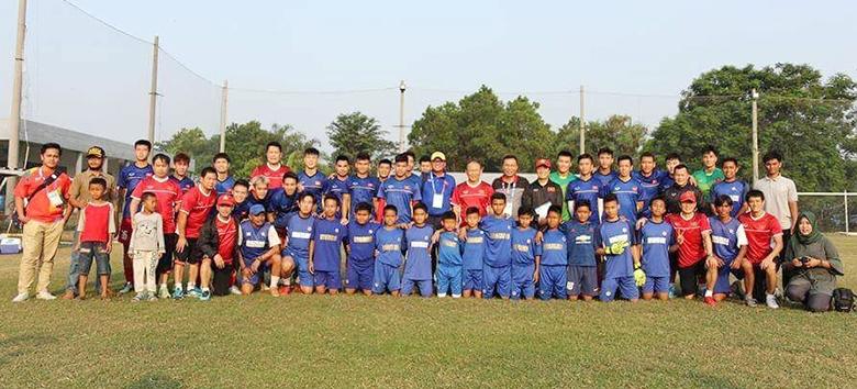 Ðón Ðoàn thể thao Việt Nam sang In-đô-nê-xi-a